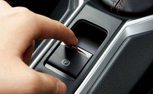 Những chức năng trên ô tô khiến tài mới toát mồ hôi