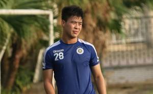 HLV Hà Nội FC tiết lộ Duy Mạnh phải nhập viện vì sốt cao ngay trước trận đấu với Bình Dương