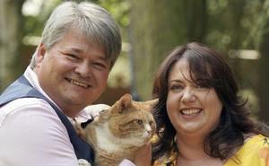 Cặp vợ chồng bỗng 'lên hương' hóa triệu phú trong tích tắc chỉ vì quên mua thức ăn cho mèo cưng