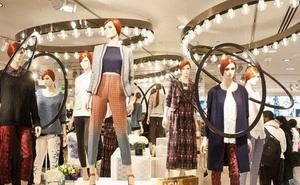 Cái giá thực sự của mua quần áo giá rẻ: Công nhân bị bóc lột đến mất mạng, môi trường bị hủy hoại nặng nề