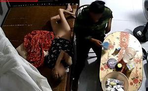 Phẫn nộ clip người giúp việc bóp miệng cụ bà nằm liệt giường để đổ sữa, đánh tát dã man như kẻ thù