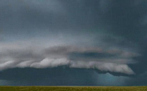 Đoạn video hoành tráng về những cơn bão này được quay suốt 30.000 dặm trong 3 tháng trời