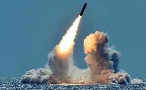 """Hải quân Mỹ phóng liên tiếp 4 tên lửa """"hàng chục năm tuổi"""" Trident II"""