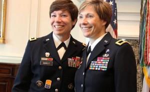 Quân đội Mỹ lần đầu có 2 chị em cùng làm tướng