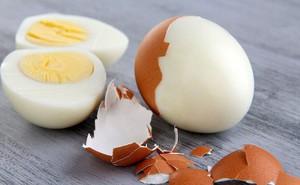 Thấy 39 quả trứng bị bỏ lại trong bữa ăn của học sinh, thầy giáo soạn ngay một bài giảng khiến phụ huynh giật mình thức tỉnh