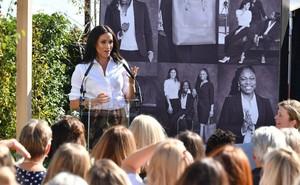 Meghan Markle vừa tung ra bộ sưu tập thời trang mới, người tiêu dùng đã nhận cảnh báo khi mua sản phẩm của nàng dâu hoàng gia vì điều này