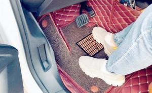 Sử dụng loại thảm sàn ô tô nào để đảm bảo an toàn khi lái xe?