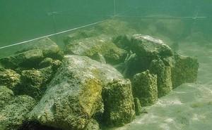"""Bí ẩn đáy hồ Constance: """"Thủy cung"""" ma quái xây bởi… người đồ đá?"""