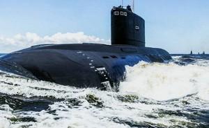 """Video: Tàu ngầm Kolpino """"xuất thần"""" phóng tên lửa hành trình Kalibr diệt mục tiêu trên Biển Đen"""