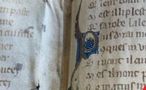"""Phát hiện bài thơ có nội dung giống """"50 sắc thái"""" vào thời trung cổ"""