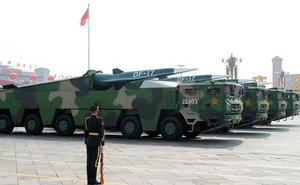"""Tên lửa đạn đạo DF-17 của Trung Quốc có thật sự là """"kẻ bất bại""""?"""