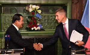 Campuchia sẽ mua máy bay và vũ khí Séc để củng cố an ninh - quốc phòng