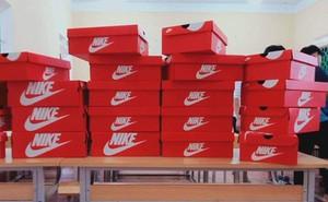20/10 tặng mỗi bạn nữ trong lớp một đôi giày Nike, tính ra cũng mấy chục triệu, lớp học chất chơi nhất đây rồi