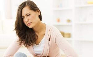 Đau bụng âm ỉ: Dấu hiệu cảnh báo ung thư ở nữ giới