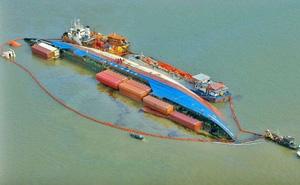 Toàn cảnh giải cứu tàu chở 285 container chìm ở Cần Giờ