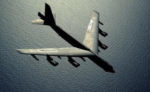 Tìm thấy máy bay ném bom B-52 trong vườn nhà