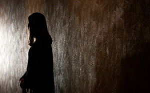 Theo học trường nội trú dành cho người khuyết tật, nữ sinh khiếm thị 15 tuổi bị hai thầy giáo cưỡng hiếp liên tục trong 2 tháng trời