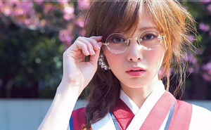 4 ngành nghề mặc định cấm nữ giới đeo kính gây tranh cãi ở Nhật cùng lời biện hộ chưa thỏa đáng của các ông chủ