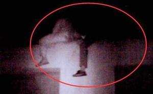 Vợ mạnh tay tiêu gần 1 tỷ mua hàng online, chồng uất ức leo lên tầng 33 định nhảy lầu tự tử ngay trước Lễ độc thân 11/11