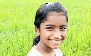 Bé gái 10 tuổi phát hiện trên chân xuất hiện chấm đỏ, nghi ngờ bị rắn cắn nhưng cô giáo không tin, 30 phút sau thì qua đời