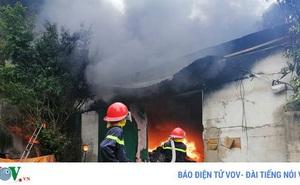 Cháy lớn tại khu xưởng rộng 1000m2 sản xuất vi hạt nhựa ở Thường Tín