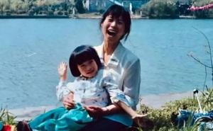 """Từ câu động viên kịp thời này của mẹ, con gái từng bị cô giáo mắng là """"Con heo"""" đã đậu Harvard và có sự nghiệp rạng rỡ"""