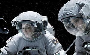 Trong vũ trụ không truyền được âm thanh, vậy các nhà du hành nói chuyện kiểu gì?