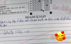 """Thấy học trò làm không được bài, cô giáo không nỡ cho điểm kém lại còn để lại lời phê vô cùng ấm áp: """"Cố lên em"""""""