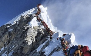 Giấc mơ bị bỏ lại giữa sự hãi tột cùng, hỗn loạn trên đỉnh Everest