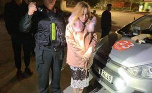 Hot girl 9X xách ma túy đi chơi bị tóm ngay trên xe taxi