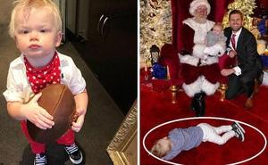 Đang chụp ảnh Giáng Sinh, cháu trai Tổng thống Trump chiếm hết spotlight khi lăn ra ngủ với tướng nằm vừa bá đạo vừa đáng yêu