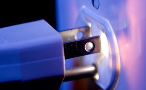 Rút điện tất cả các thiết bị điện tử, đồ gia dụng khi không sử dụng có thực sự cần thiết?