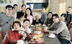 Tim lần đầu đăng ảnh chung với Đàm Phương Linh, giữ khoảng cách nhất định sau hơn 3 tháng dính nghi vấn hẹn hò