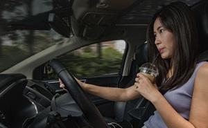 Những mối phân tâm không ngờ tiềm ẩn nguy hiểm khi lái xe