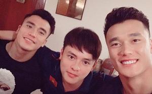 Trợ lý ngôn ngữ mới cực điển trai của thầy Park: So với dàn nam thần U23 Việt Nam cũng một chín một mười đấy!