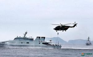 """Vừa """"phô cơ bắp"""" trên Biển Đông, quân đội TQ tại Hong Kong lại tập trận lớn"""
