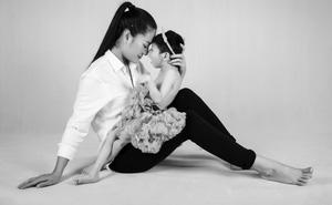 Minh Cúc tung bộ ảnh đầy xúc động, chào đón năm mới với con gái 9 tuổi