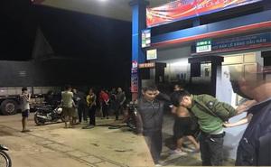 Làm liều tấn công nhân viên cây xăng, tên cướp bị quật ngã tại trận