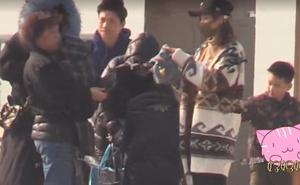 Gia đình Ngô Kỳ Long - Lưu Thi Thi và quý tử đầu lòng lần đầu xuất hiện trong một khung hình, cùng nhau đón năm mới ở công viên giải trí