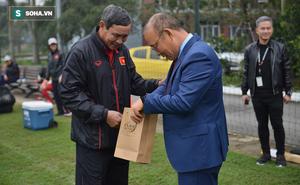 HLV Park Hang-seo chúc Tết bằng tiếng Việt, gửi món quà đầy ý nghĩa tới HLV Mai Đức Chung