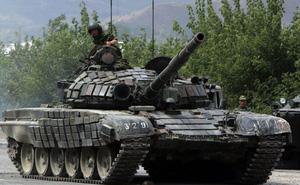 """Nga chuyển giao cho Lào thêm một lô xe tăng """"Đại Bàng Trắng"""" T-72B1"""