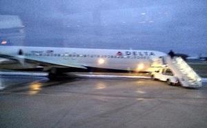 Mỹ: Máy bay chở 107 hành khách bị trượt khỏi đường băng