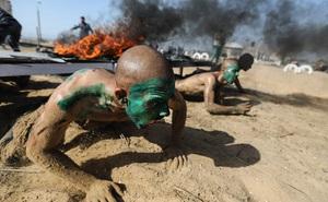 24h qua ảnh: Học viên cảnh sát Palestine khổ luyện dưới giàn lửa