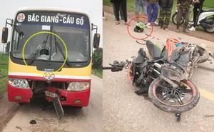 Đâm thủng đầu xe buýt, xe máy Exciter vỡ nát - hiện trường vụ tai nạn khiến tất cả kinh sợ