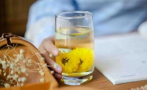 Hàng quán đóng cửa, Đông y gợi ý cách pha 3 cốc trà giúp giải độc, uống để khỏe đẹp hơn