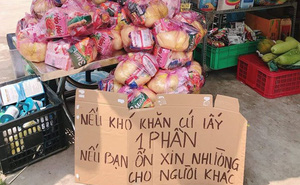 Đặt túi đựng gạo và mì tôm trước cửa, chủ tiệm tạp hóa viết thêm tấm bảng khiến tất cả ấm lòng