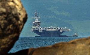 ẢNH: Cận cảnh đội tiêm kích hùng hậu trên siêu tàu sân bay Mỹ thăm Việt Nam
