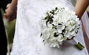 Có 2 người cầu hôn, cô gái chọn người giàu song hành động của chú rể vào ngày cưới khiến cô đổi ý