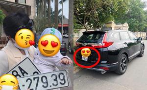 """Thay bố bấm biển xe ô tô, em bé mang về kết quả """"cực độc"""" khiến nhiều người phải ước ao"""