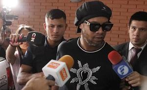 Trả 40 tỷ tiền bảo lãnh, Ronaldinho được ra khỏi nhà tù sau 32 ngày bị giam giữ